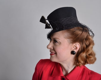 Vintage 1940s Black Top Hat - Ladies Tilt Topper - Film Noir Fashions