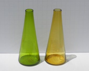 Lovely Pair of Vintage Tapered Blown Glass Bud Vases
