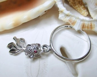 Sterling Silver Movable Fish Dangle Charm Ring w Ruby Eyes Size 7