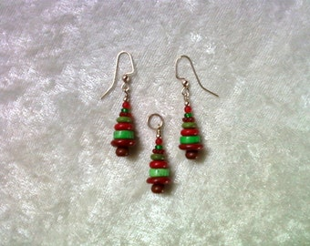 Red and Green Christmas Tree Pendant and Earrings (1038)