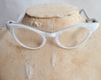 1950s White marbled cat eye spectacle frames / 50s pearlised eyeglasses