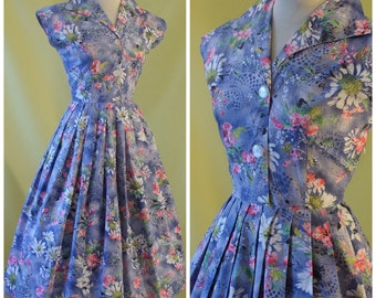 1950s Day Dress / 50s Summer Dress / Prettiest Floral Print on Lilac / Sleeveless Shirtwaister Dress / Full Skirt / Cotton / S Small to Med
