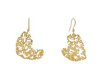 Sculptural Earrings, Big Earrings, Gold Heart Earrings, Heart Earrings, Dangle Heart Earrings, Statement Earrings, Gold Earrings,
