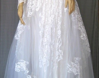 1950's Lace and Satin Wedding Dress