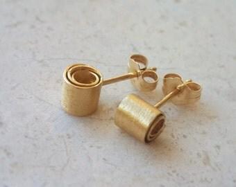 Golden Curls Stud Earrings . Hollow Tube Studs . Ribbon Studs . Gold Minimalist Earrings . Modern Gold Studs . Gold Curling Earrings .Spiral