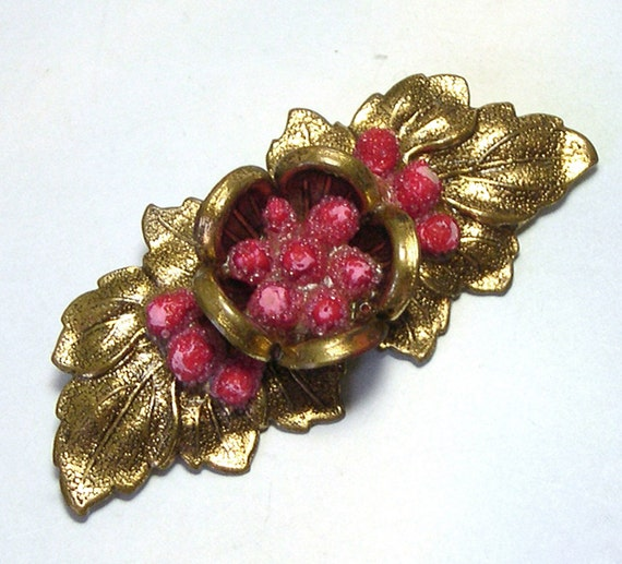 Antique Retro Old Vintage Red Berries C Clasp Brooch, gold filled c clasp pin, brooch with berry, berry pin, vintage jewelry
