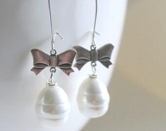 Bow Earrings, Pearl Earrings, Girlfriend Gift, Country Living Fair, Unique Earrings, Dangle Earrings, Statement Earrings, birthday earrings