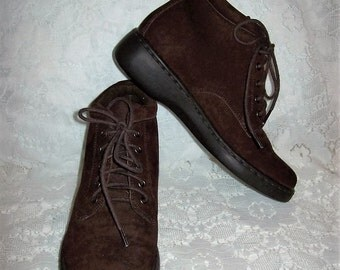Vintage Ladies Brown Suede Leather Ankle Boots by Naturalizer Size 4 1/2 Only 12 USD