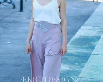 Pleated lavender Palazzo-trousers with embroidered belt