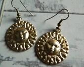 Vtg Gold Tone Dangle Sunshine Earrings, Sun Earrings, Gold Tone Sun Earrings, Round Sun Earrings, Free Shipping