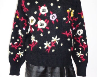 Vtg 80s Amazing Black Knit FLORAL NEEDLEPOINT Jumper! Small to Medium