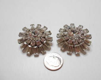 Large Vintage Clear Rhinestone Clip Earrings (872)