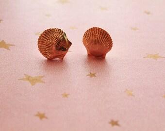 Vintage 1970s gold seashell earrings - mermaid - costume jewelry - beach babe