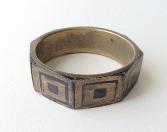 Vintage brass + wood bangle bracelet, SUPER cool unusual bracelet, antiqued chunky gold painted faux inlay African tribal motif style