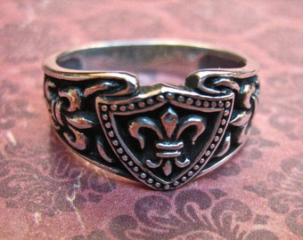 Beautiful Vintage 925 Sterling Silver Fleur De Lis Ring