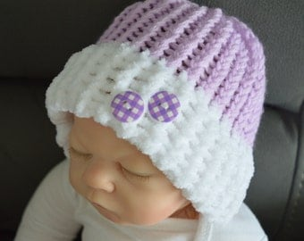 Baby Hat in Lavender and White 2-4 months with Decorative Button