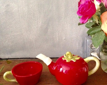Strawberry teapot with cup