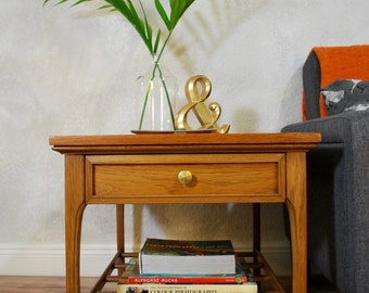 Mid century modern end table/nightstand/accent table