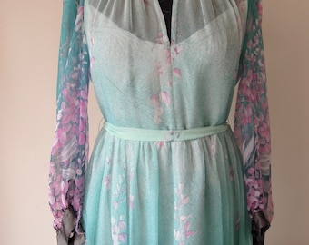 Beautiful chiffon seventies dress with flower pattern from a bridal boutique in Cannes France. Eu 40.