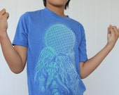 Jellyfish Kids Shirt - Organic sacred geometry. The balance of order and chaos - Youth Ultra soft tri blend shirt. Ghost/mint print on blue.