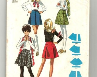 8877 Simplicity Sewing Pattern Pleated Mini Skirts or Front Wrap Skirt Size 14 27W Vintage 1970