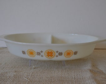 Vintage Pyrex Town and Country Oval Divided Baking Dish. Brown & Yellow-Orange Snowflakes, Flowers. 1960's. Ovenware, Made in USA.