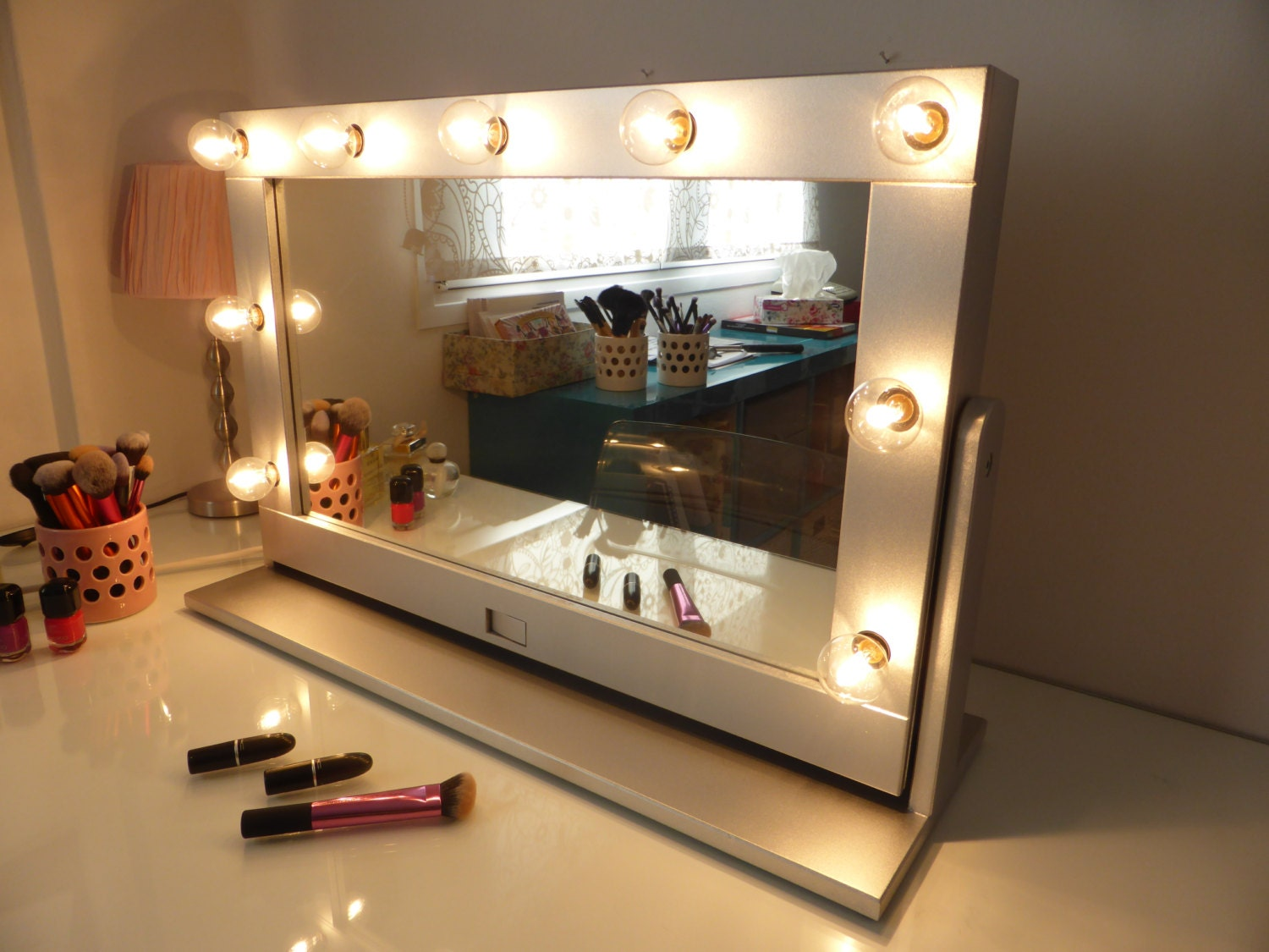 Vanity mirror with lights and stand tilted hollywood mirror for Long stand up mirror