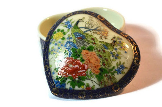 Heart shaped trinket box porcelain dish jewelry box for Heart shaped jewelry dish