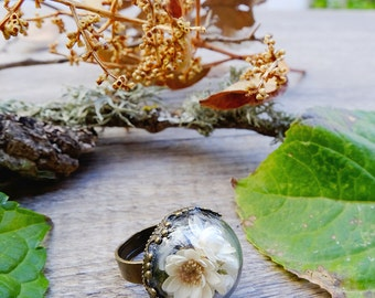 Flower ring, gift for woman, real flower terrarium ring, botanical jewelry, dried flowers, real moss, romantic jewelry, nature preserved
