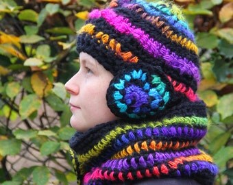 Duo, Set of a collar, snood, scarf and a hat. Psychedelic, OOAK, multicolored, rainbow, hippie,  creations. Spirals, one as a brooch, pin.