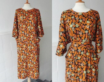 70s Dress With Flowers In Orange Brown And Soft Green // Batwing Sleeves // Size M