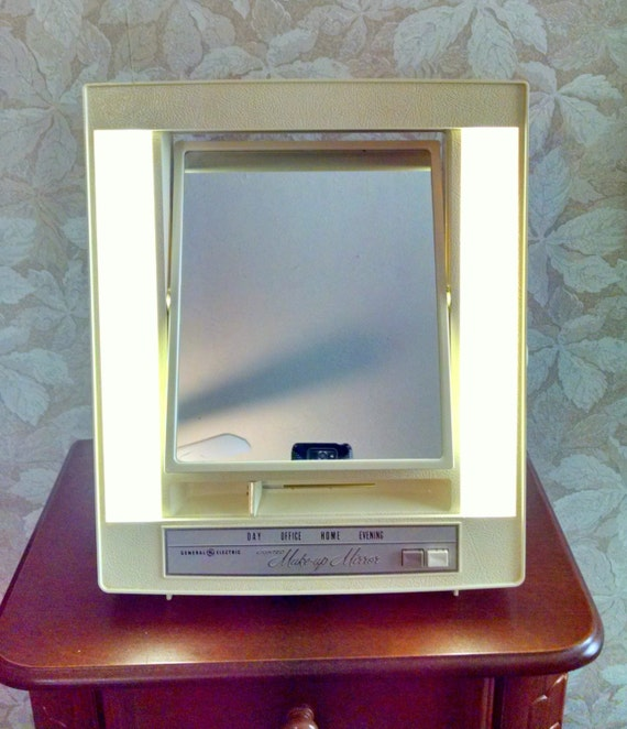 Vintage 1970s Lighted Make Up Mirror Four Settings