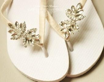 BRIDAL Flip Flops, WEDDING Flip Flops,Rhinestone Flip Flop, Bridesmaid Flip Flops,  wedding sandals, Bridesmaid Gifts, Bridal Party Gift
