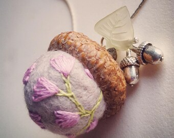 Acorn pendant Necklace. Embroidered Needle Felted Wool. Nature Jewelry. Fairies' Forest Accessory. EcoFriendly jewels. Nature Lover Gift.