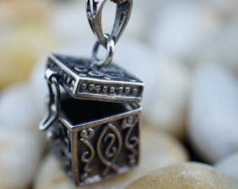 Vintage Designer Sterling Silver 925  Prayer Box pendant charm necklace with chain cross love fold prayer religious T-037