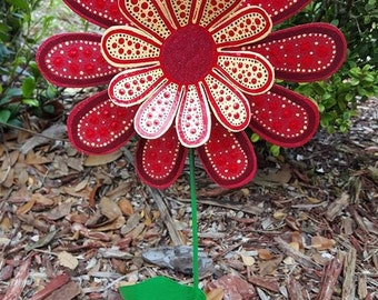 Red Daisy Metal Flower Garden Stake, Garden Art, Yard Art, Gift for Mom, Garden Decorations, Housewares, Painted Flower Decorations, Flowers
