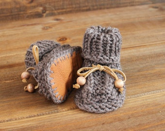 Baby booties, knitted, Leather Sole Baby booties, soft sheep skin, 100% Wool yarn, knitted booties, 0-3 months, Hand knitted, Baby socks