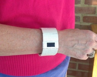 how to wear fitbit charge hr on ankle