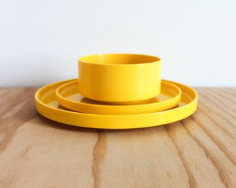 Yellow Massimo Vignelli Heller 3 Piece Dish Set