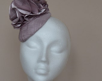 Lilac fascinator. Purple fascinator. Lilac wedding hat. Lilac mini hat. Purple Ascot hat. Purple Derby hat. Ladies day hat.