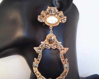ERA02. 12cm. 13.5g. Filigree gold plated metal with gold,clear and charchoal strass and white beads
