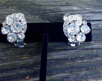 Awesome Vintage Weiss Clear Rhinestone Earrings - Clip