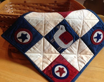 Sweet Patriotic Americana quilt//wool sheep and stars//summer gift//handmade