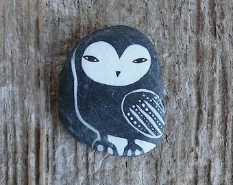 Flat Lightweight Black Beach Stone Owl