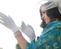 White mesh gloves, short lace fishnet sheer formal evening prom wedding bridal wrist stretch, 1950s S