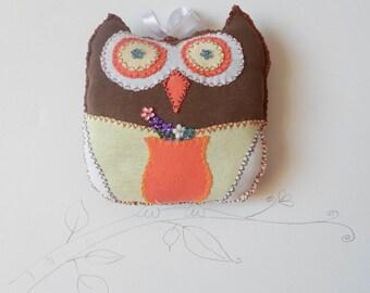 Hand Sewn Owl Little Pillow, Owl Soft Toy Handmade, Stuffed Toy Animal Owl, Nursery Kids Room decor, Owl plushy, Owl home decor, Owl cushion