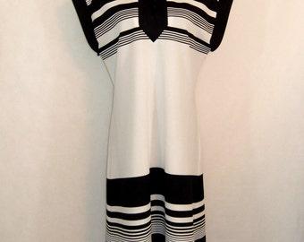 60s Mod Dress, Vintage Black White Stripe Toni Todd Shift Dress Size M Medium to L Large