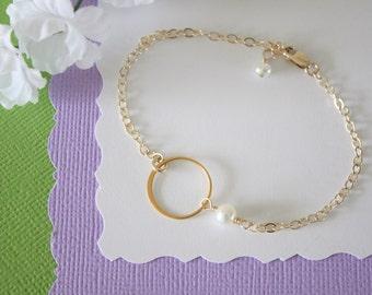 Friendship Bracelet, Infinite Bracelet, Circle Charm, Infinity Jewelry, Best friend Gift, White Pearl, Gold Bracelet, Gold Eternity Bracelet