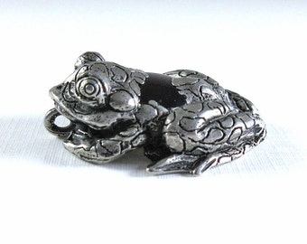 Pewter and Glass Frog Pendant - 38x29x10mm