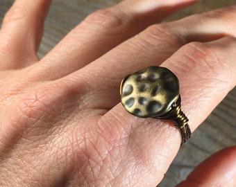 hammered disc antique brass wire wrapped ring - size 10 - wrap unisex jewelry men women teen simple gold toned minimalist simple